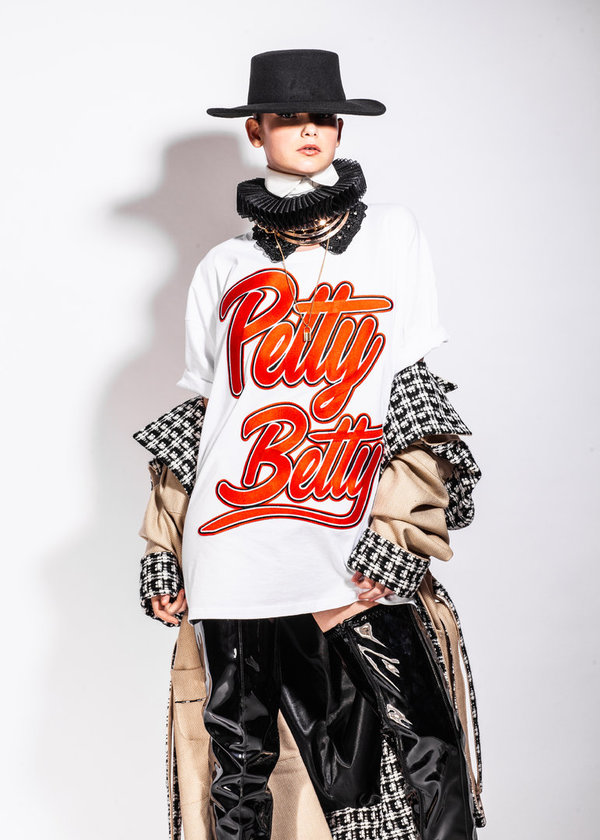 PETTY BETTY T-Shirt White with Red Applique (Sustainable)